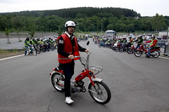 IMG_9346 (Christophe BAY) Tags: mobyltettes francorchamps 2017 rétromobile club spa circuit moto vespa camino flandria