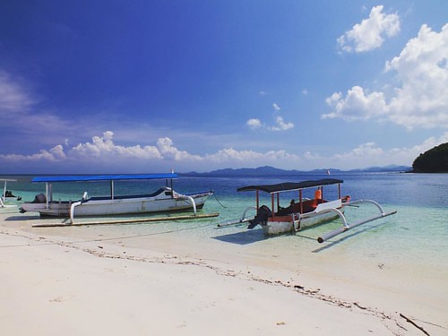 """Gili Nanggu is perhaps my favourite Gili Island on Lombok with A great Coral reef and many varieties of fish for snorkelling 😊🌴👌❤️  When most of the people hear the name """"Gili"""", they think of the 3 famous Gili Islands Trawang"""