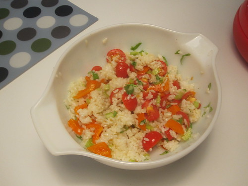 Rice salad with tomatoes, bell pepper and basil