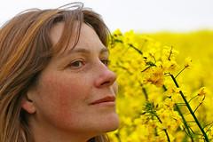 Nackt im Rapsfeld (TIAN@OTF) Tags: girl nude landwirtschaft pflanzen himmel blumen nackt gelb frau raps haare rapsfeld sexygirl  imgp0073 nacktimrapsfeld ah