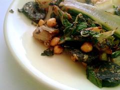 Acelgas, garbanzos y morcilla vegana de arroz - by La.blasco