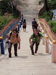 Nico et Mat dans l'escalier du temple