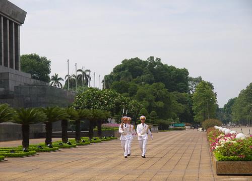 巴亭廣場胡志明靈寢前的衛兵交接