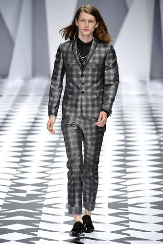 SS11_Milan_Versace0019_Ian O'Brien(VOGUEcom)