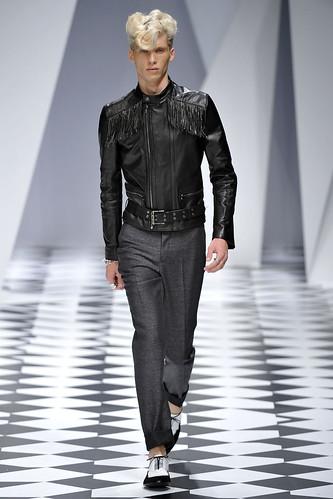 SS11_Milan_Versace0006_Thomas Aoustet(VOGUEcom)