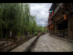 Lijiang old town (Kaj Bjurman) Tags: china old tree tourism eos town 5d yunnan hdr lijiang kaj mkii markii cs4 photomatix bjurman