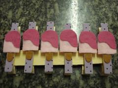 prendedores (Ana Lia Bueno) Tags: frutas eva biscuit feltro patchwork tecido latas retalho latinhas chaveiros guirlandas