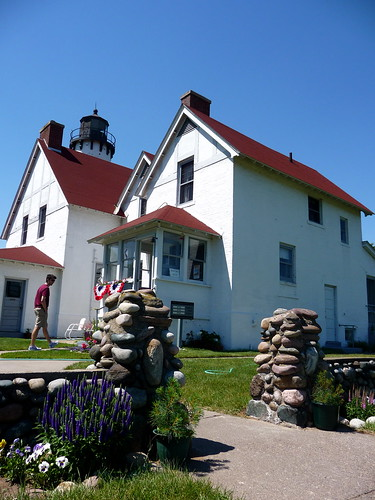 Iroquois Pt Light
