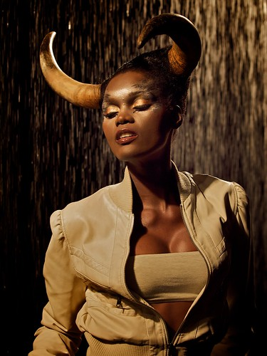 [フリー画像] 人物, 女性, 黒人女性, ファッションショー, 201007101500