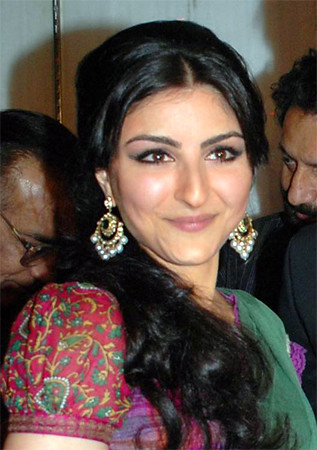 Soha Ali Khan cute smile