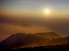 Learning to fly - Imparando a volare (Robyn Hooz) Tags: sunset italy panorama mountains fog montagne canon landscape is haze italia tramonto view vista distance nebbia efs veneto warmingfilter distanza 55250 theunforgettablepictures filtrofotografico 1000d