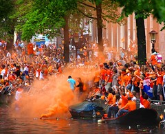 When the Dutch party they party hard  Orange party (kees straver (will be back online soon friends)) Tags: street city party people orange house holland tree water netherlands dutch amsterdam bike bicycle canon ball happy boat canal europe action smoke explore channal partyonthewater vuvuzela canoneos5dmarkii keesstraver everybodyishappy tomuchorangesmoke honeringthesoccerplayers jumpinginthedutchchannels amsterdamiswherethepartysat wesleysneijderwillbeheresoon