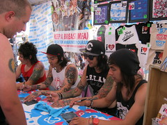 pierce the veil signing (wakethesleepless) Tags: warpedtour piercetheveil vicfuentes