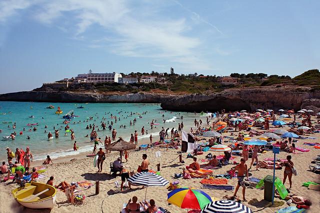 Cales de Mallorca, Beach