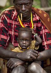 Menit tribe Dad and son - Tum market Ethiopia (Eric Lafforgue) Tags: boy togetherness kid dad child artistic market father culture son tribal ornament together tribes bodypainting tradition fatherandson tribe ethnic rite ensemble tum pere marche tribo adornment pigments ethnology tribu omo eastafrica thiopien dizi etiopia ethiopie etiopa traditionalclothes toum 0935  etiopija ethnie ethiopi dizzi  etiopien etipia menit  etiyopya  pereetfils snnpr menite nomadicpeople   habittraditionnel  meinit      southernnationsnationalitiesandpeoplesregion peoplesoftheomovalley peuplesdelavalleedelomo habittraditionnels meinittribe