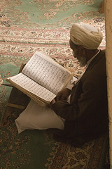 vieux (nobodythere) Tags: old man reading yemen mosquée coran
