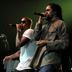 scarl and damian marley in concert