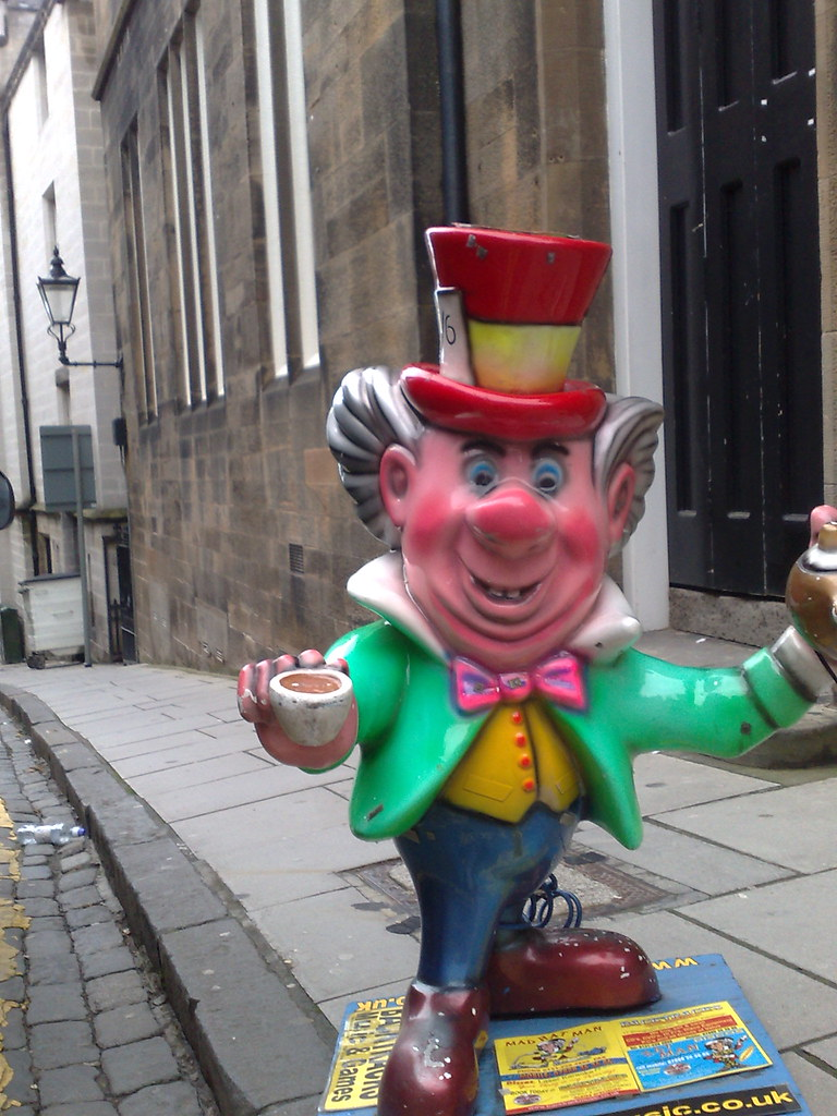 Mad Hatter climbs Ramsey Lane to Edinburgh Castle