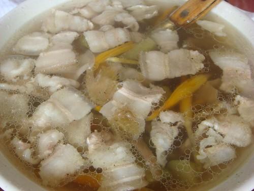 新埔 劉家莊燜雞-金針排骨湯