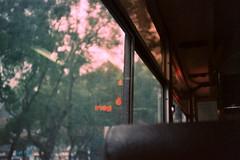 氣象預報的雨點灑落 (Kerb 汪) Tags: bus film rainy taipei kerb 黃小楨 ★ konicac35ef konicacenturia400 24數碼服務 negative0052a 數碼1961 konicac35film017 kerbwang