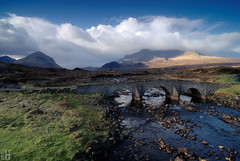 the old bridge from sligachan hotel (gregor H) Tags: morning mountain clouds geotagged scotland highlands isleofskye spirit braveheart landcape gbr oldbridge glensligachan sligachanhotel sconser infinestyle grosbritannien eileanacheoward geo:lat=5729019625 geo:lon=617308876