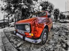 """R4 - """"su belleza es su mecnica"""" (Isidr Cea) Tags: red car rojo coche hdr r4 pontedeume domingueando reanult peleng8mmf35fisheye cuatrolatas olympuse520"""