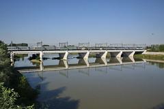 E444R con treno notte sul Tanaro (Maurizio Zanella) Tags: bridge reflection river italia fiume trains ponte railways fs alessandria riflesso trenitalia treni icn ferrovie tanaro e444r