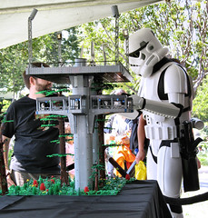 ''What is this, a landing platform for ants?!'' (olo) Tags: california fan starwars lego legoland endor fbtb landingplatform miniconvention sandlug brickplumber