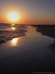 Anochecer en Punta umbria (Vctor C.M.) Tags: sunset sea sol canon mar huelva playa andalucia punta olas vacaciones umbria anochecer a710is