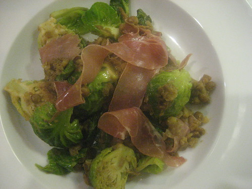 Brussels sprouts with lentils and prosciutto