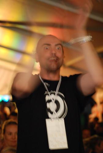 Joakim Jardenberg i högform under Geeky-allsången.