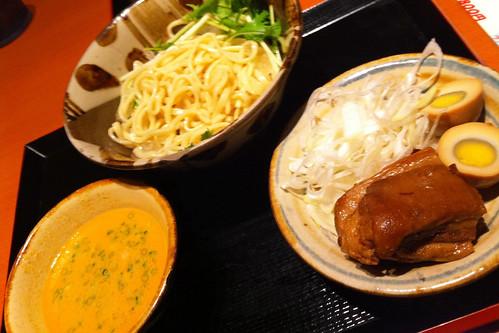 """沖縄料理""""うーみやうーちばる""""でつけ麺風沖縄そば。相変わらず食欲不振。"""
