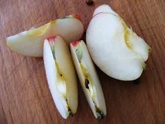 Cut-apple-slices_21575-480x360