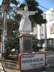 2010-4-peru-106-nazca-statue maria reihe