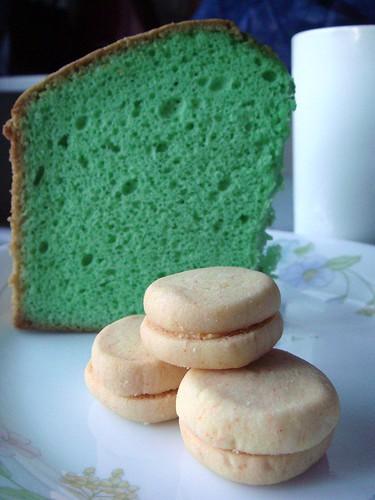 Pandan cake & custard cookies