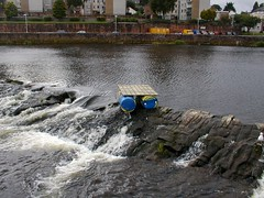 Homemade raft stuck on the caul,River Nith (stonetemplepilot5) Tags: whitesands raft dumfries nith caul momemade
