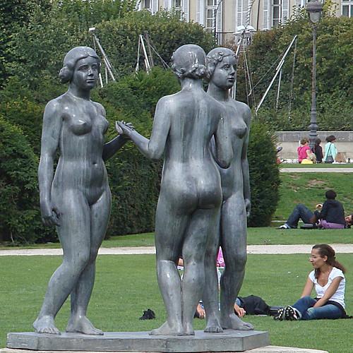 Paris Louvre et autour-69d Les trois graces by Julie70