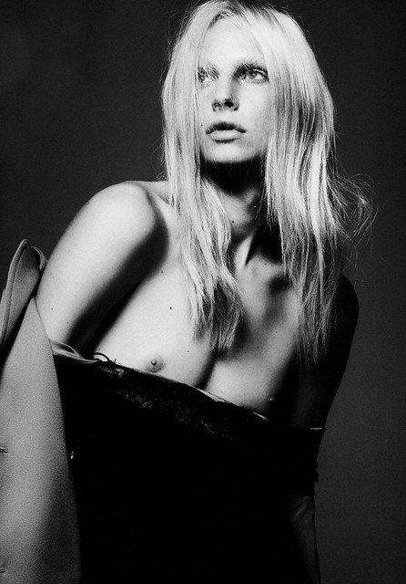 Andrej Pejic0104_Vogue Paris 2010 09(Gabor@TFS)