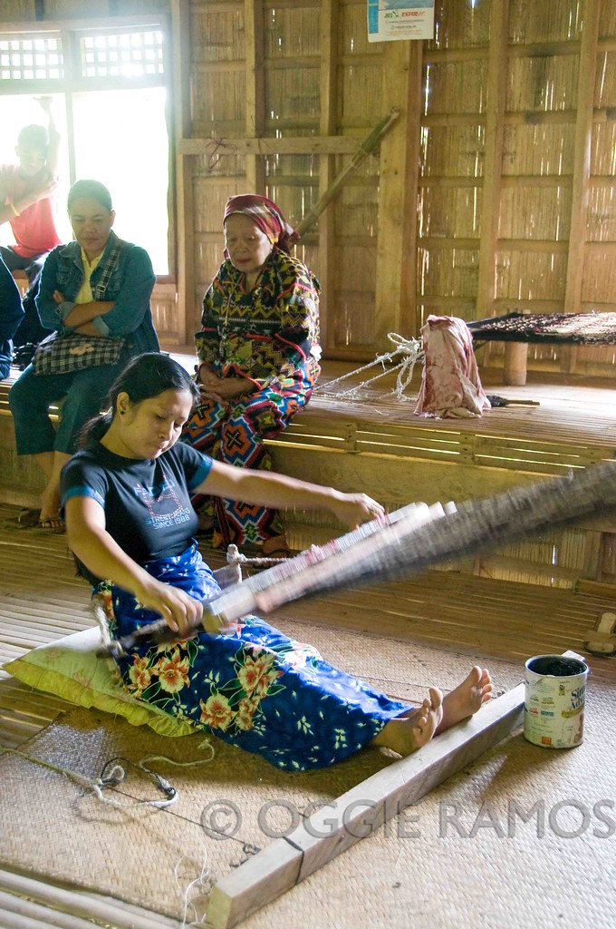 Lake Sebu - Weaving at Lang Dulay's Longhouse