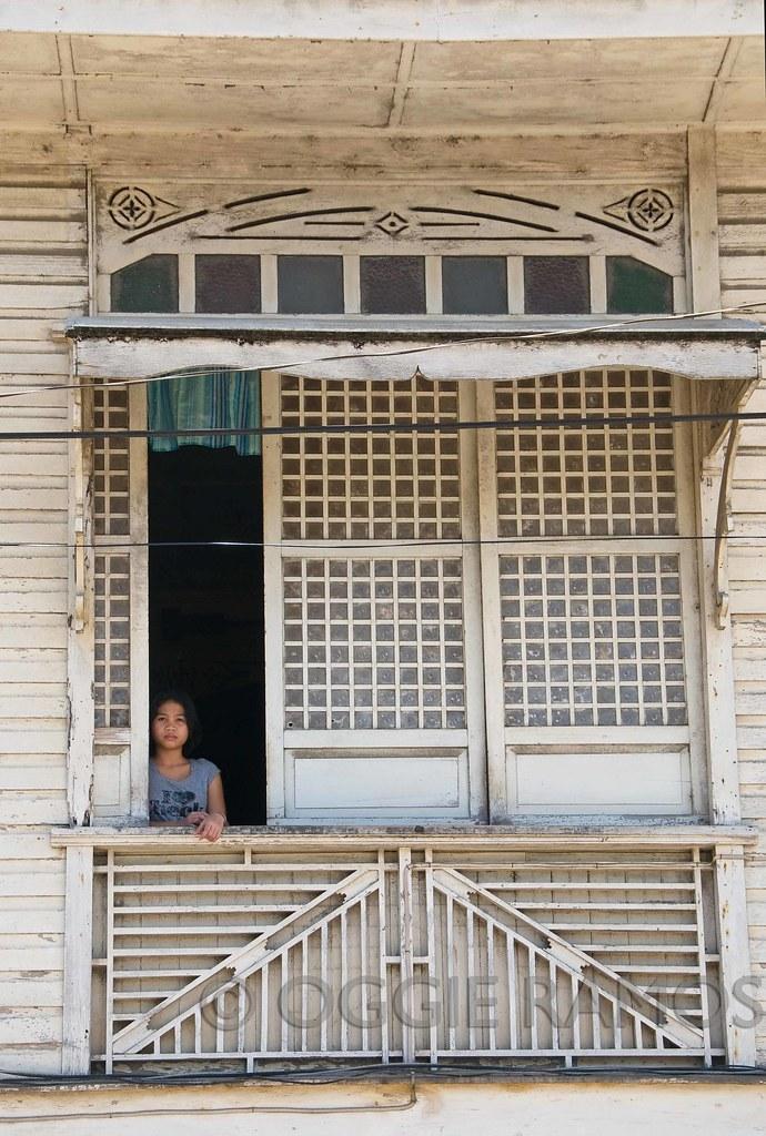 Glan Adarna House - Babae sa Bintana