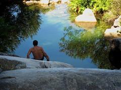 Portugal 9279 (klaus_z74) Tags: holiday portugal see wasser schwimmen urlaub bach portal stein spiegelung herz iberia reflektion sdeuropa quintadaboaviagem steinquader nordportugal