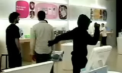 Lame iPod Silhouette Dancer Prank at Apple Genius Bar [video]