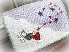 CaPa De MqUiNa... (DoNa BoRbOlEtA. pAtCh) Tags: bird stars heart handmade pssaro estrelas application corao aplicao quiltlivre capademquina donaborboletapatchwork denyfonseca