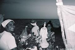 (O Estrangeiro) Tags: film praia brasil nikon photos parade porto bahia roll filme festa baiana ribeiro seguro baianas pescadores iemanj candomble arraial f70 sincretismo yemanj religioso dajuda candombl iemanja yemanja delegado karib diamantino cidadesnordestinas proscisso karibribeirohotmailcom