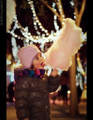 Hmmm (Le***Refs *PHOTOGRAPHIE*) Tags: light portrait kids night 50mm yummy nikon focus bokeh f18 nimes enfant nuit foire manege barbapapa d90 lerefs focussin