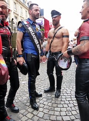 """bootsservice 17 1600442 (bootsservice) Tags: paris """"gay pride"""" """"marche des fiertés"""" 2017 bottes cuir boots leather sm motards motos motorcyclists motorbiker caoutchouc rubber uniforme uniform"""
