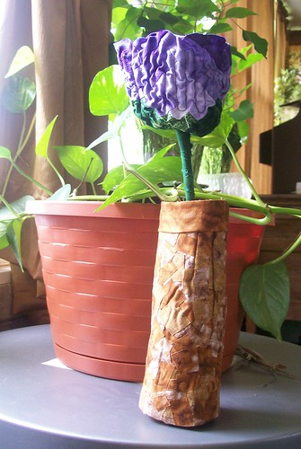 Log cabin flower in vase