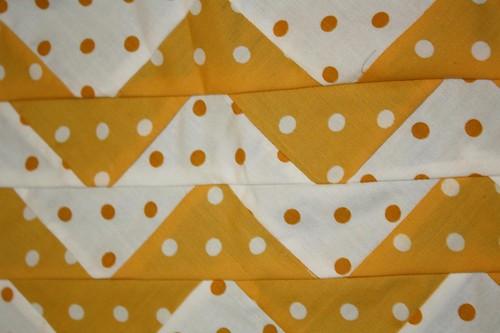 zig zag yellow polkadots quilt