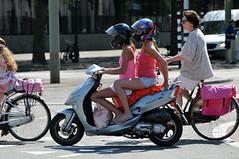 nederland thenetherlands streetphotography denhaag slippers tweewieler straatfotografie facemepls 4takt nikond300 girlsmeisjes kymcovitality scootermeisjes shortskortebroek scootermeiden helmhelmets