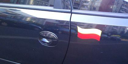 Flagge falschherum am Auto